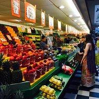Lugar muito agradável, com uma variedade grande de legumes, frutas e verduras frescos! Adoramos