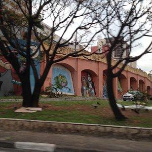 Muro dos arcos, também conhecido como Arcos do Jânio.