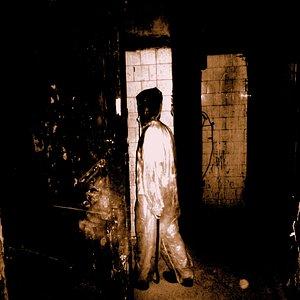 узнай кто ходит по этим темным коридорам..