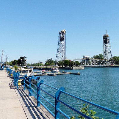 A view along the promenade towards the entrance of the Welland Canal