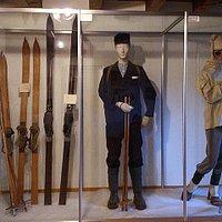 Interlaken - Touristik-Museum der Jungfrau-Region - historische Skifahrer