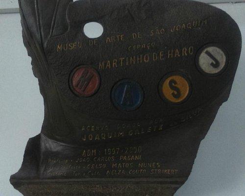 placa do museu, homenageando Martinho de Haro