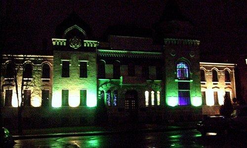 Музей ночью.