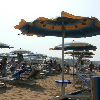 Praia para esportes e descanso