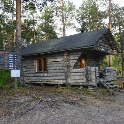 A wilderness hut near Pond Karhunjuomalampi