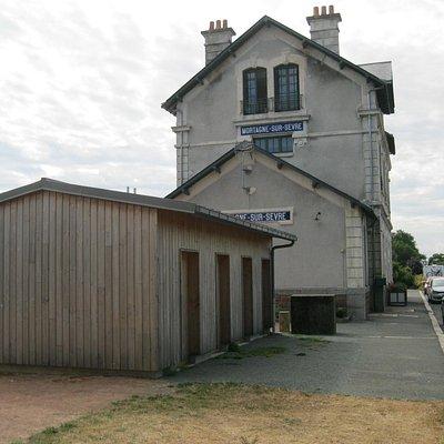 la gare fait lieu office du tourisme