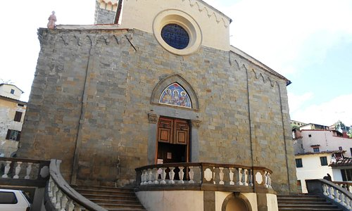 Scalinata d'accesso alla chiesa - lato sinistro