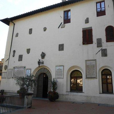 Ingresso al Palazzo del Vicario