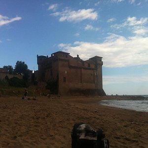 Vista del castello dalla spiaggia