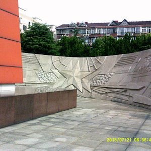 images at base of memorial tower