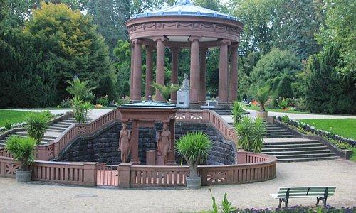Elisabethenbrunnen,  named after the wife of Landgrave Friedrich VI Joseph