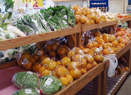 野菜やフルーツも手に入ります