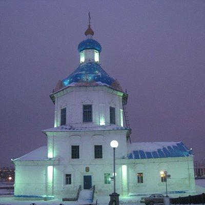 Церковь успения Пресвятой Богородицы вечером