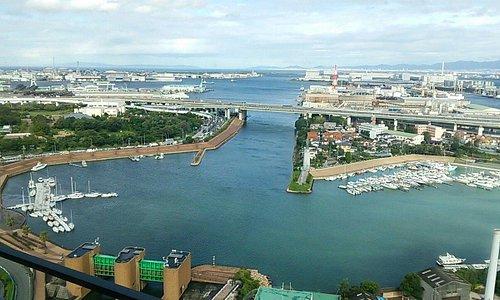 客室から大阪市方向・明石海峡方向を望む