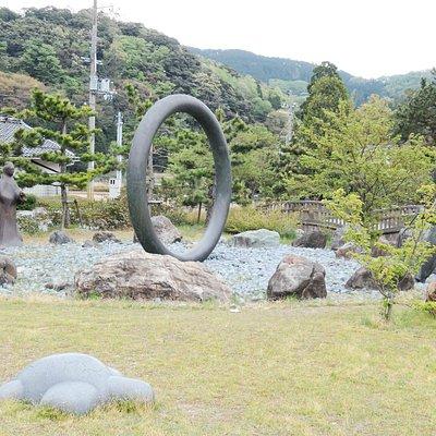 Bronze Statues of Princess Oto and Urashima Taro