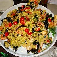 Paella di pesce e carne per 5 persone