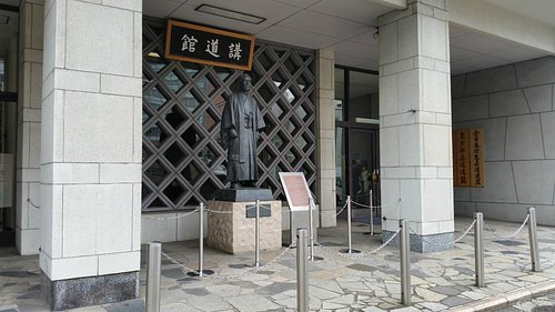 Statue of Jigaro Kano outside the Kodokan