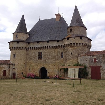 Le chateau vu de la cour intérieure