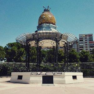 Panorámica del quiosco, situado en el corazón del Parque Labordeta.