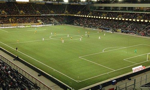 Stade vu de la tribune visiteurs.