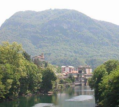 Monte Fenera visto dal ponte di Aranco sul Sesia a Borgosesia
