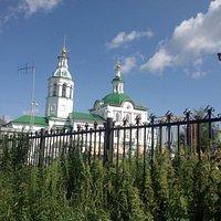 Храм внутри еще не восстановлен, но снаружи очень красив.
