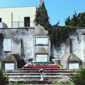 Il Cimitero dei Garibaldini a Sant'Angelo in Formis (Capua)