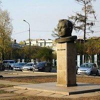 памятник Гагарину на набережной