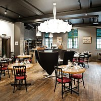 Restauranten, 70 plasser. I gamle Norges Bank´s lokaler.