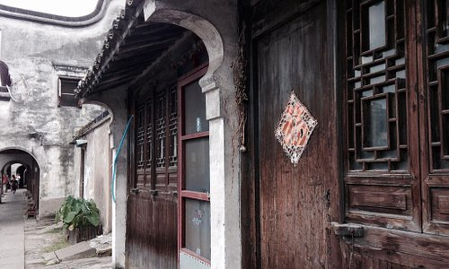 Bai Jian Lou - Scenery from the old houses nearby the river.