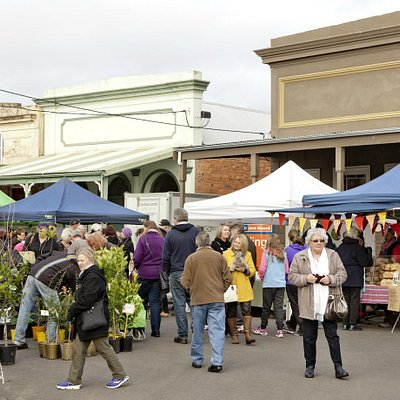 Explore over 80 regional produce and gourmet product stalls.