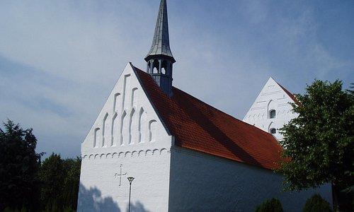Vissenbjerg Kirke er Fyns højst beliggende kirke fra omkring år 1200.