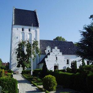 Vejlby kirke ved Middelfart er fra omkring år 1200.