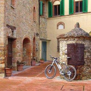 The cosy medieval hamlet of Tignano