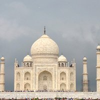 tHE TAJ MAHAL IN A RAINY DAY