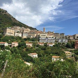 """""""Balcon sur la mer"""", c'est comme ça que l'on prénomme ce joli petit village perché sur la montag"""