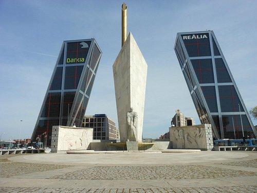 Monumento a Calvo Sotello - Plaza de Castilla - Madrid