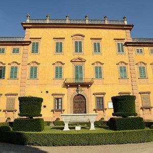 Fassade der Villa, wenig verfälscht