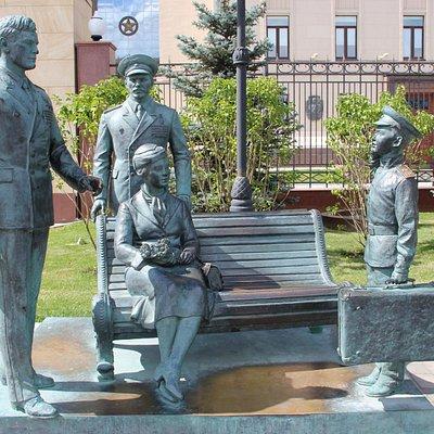 Памятник героям фильма Офицеры
