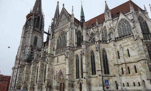 ドーム広場から見たレーゲンスブルグの大聖堂の威容