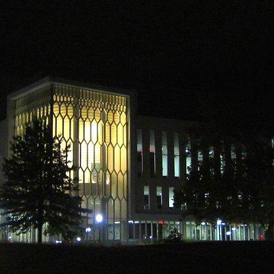 The Moss Arts Center at night