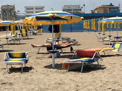 Spiaggia spaziosa e confortevole