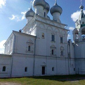 Храм Святых Равноапостольных царей Константина и Елены