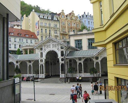 Вид с улицы на ажурный Рыночную колоннаду
