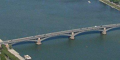 สะพานเชื่อมระหว่างรัฐเฮสเซ่นกับรัฐรายลานฟลัด