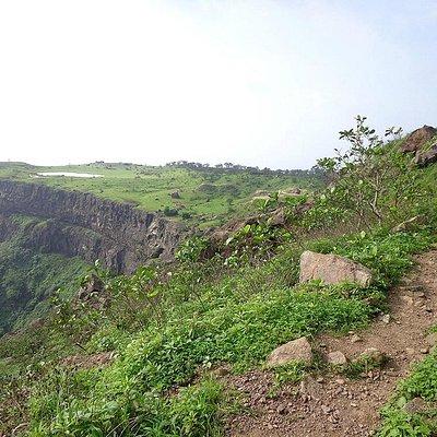 Path towards Navlakha Kothar