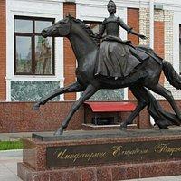 Конная скульптура императрицы Елизаветы