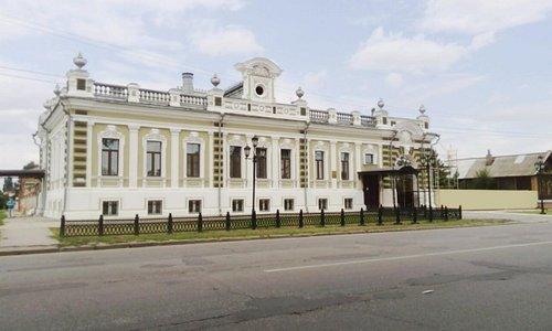 Вид на особняк с коммунистической улицы