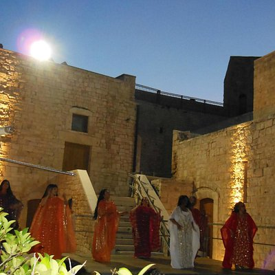esibizione tenutasi nella corte del castello