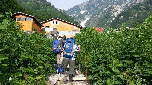 白馬尻小屋から大雪渓までトレッキング可能